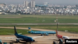 Một góc nhìn của sân bay Tân Sơn Nhất nơi đang trở thành điểm nóng trong thời gian gần đây khi truyền thông và công chúng gây sức ép lên chính quyền muốn giành lại đất từ dự án sân golf mà bộ Quốc phòng quản lý để mở rộng sân bay này.