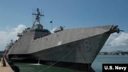 """美國""""蒙哥馬利號""""瀕海戰艦(USS Montgomery)2019年7月6日抵達新加坡(美國海軍圖片)"""