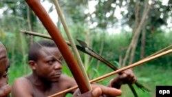 Des survivants de la communauté pygmée Bambuti dans la forêt de l'Ituri, dans le nord-est de la République démocratique du Congo (RDC), 31 août 2007. epa / PIERO POMPONI