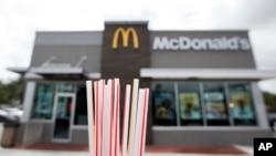 """McDonald's dejará de usar las pajillas de papel por una """"solución sostenible"""", anunció la cadena de restaurantes de comida rápida más grande del mundo."""