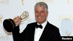 "Anthony Bourdain poses backstage with the Emmy for Outstanding Informational Series ""Anthony Bourdain: Parts Unknown"" at the 2014 Creative Arts Emmy Awards in Los Angeles, California August 16, 2014."