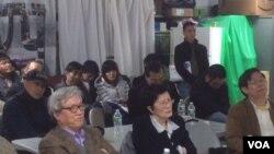 纪念胡耀邦逝世26周年讨论会发言者左起张博树、张艾梅、叶宁。(美国之音方冰拍摄)