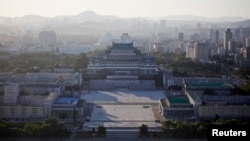 Lapangan Kim Il-sung dilihat dari Menara Juche di Pyongyang. (Foto: Dok)