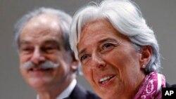 国际货币基金组织(IMF)新任总裁拉加德承诺给予新兴经济体更多发言权。图为她7月6日在美国首度华盛顿的IMF总部举行记者会。