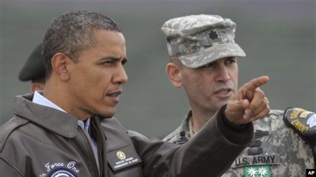 올해 3월 방한 당시 비무장 지대를 방문한 바락 오바마 미국 대통령(왼쪽).