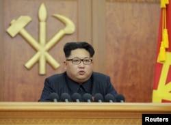 Lãnh tụ Bắc Triều Tiên Kim Jong Un đọc bài diễn văn đầu năm tại Bình Nhưỡng, ngày 1/1/2016.
