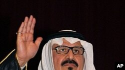 This file photo dated October 15, 2007 shows Saudi Crown Prince Sultan bin Abdul Aziz waving during a visit to Saudi security forces in Dammam in the kingdom's Eastern Province.