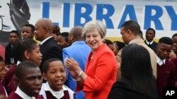 Theresa May aho yahura n'abanyeshure bo kwishure ryisumbuye rya Cape Town