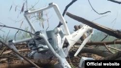 پاکستان میں کچھ عرصہ پہلے لائن آف کنٹرول کے قریب مار گرائے جانے والا بھارتی ڈورن۔ (فائل فوٹو)