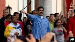 El mandatario venezolano dijo que pidió al ministro de Petróleo consultar la posiblidad de tomar acción legal contra JPMorgan Chase.