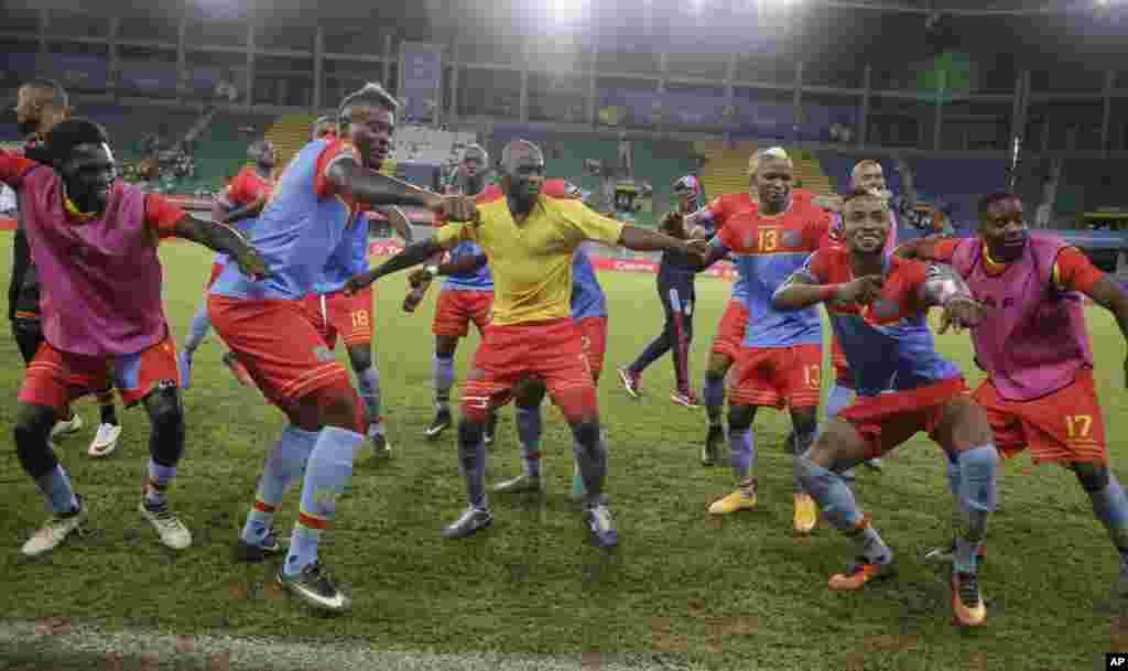 Les joueurs congolais célèbrent après avoir marqué un but contre le Togo au Stade de Port-Gentil, au Gabon, le 24 janvier 2017.