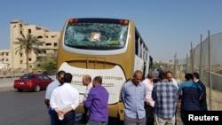 L'explosion a brisé les vitres du bus qui transportait les touristes, près des pyramides de Gizeh au Caire, en Egypte, le 19 mai 2019. REUTERS / Ahmed Fahmy