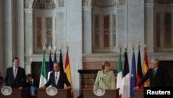 Španski premijer Marijano Rahoj, francuski predsednik Fransoa Oland, nemačka kancelarka Angela Merkel i italijanski premijer Mario Monti