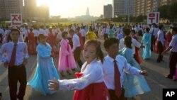 9일 북한 평양에서 정권수립 64주년 기념일을 맞아 열린 야회.