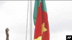 Soldiers hoist Cameroonian flag following the handover of Bakassi by Nigeria