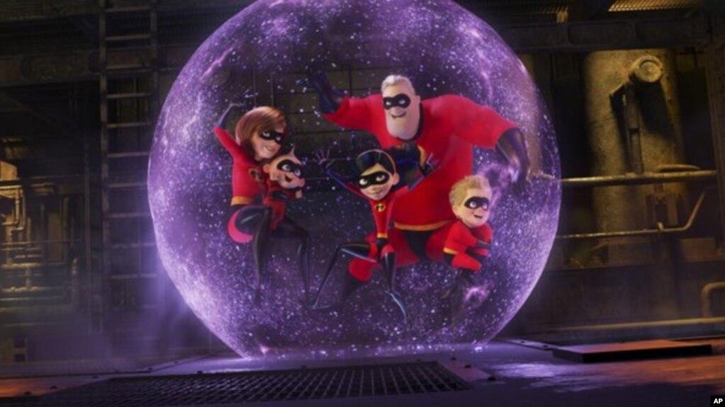 Esta imagen difundida por Disney Pixar muestra una escena de â??Incredibles 2â?