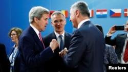 جان کری که در بروکسل بسر می برد، یکی از امضاکنندگان بیانیه مشترک غربی های عضو ۵+۱ است.