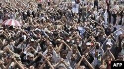 Anti-vladini demonstranti na kojima je tražena ostavka predsednika Ali Abdulaha Saleha u Sani, 10. juna 2011.