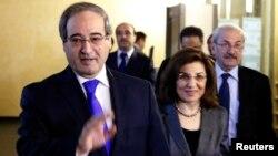 敘利亞副外長梅克達德(左)11月18日離開莫斯科的俄羅斯外交部。