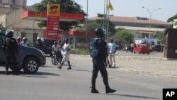 Agente da policia em Benguela
