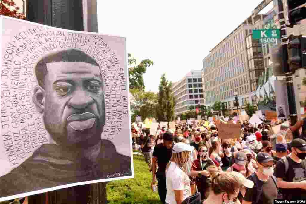 Minneapolis'te polis nezaretinde öldürülen siyah Amerikalı George Floyd'un portresi