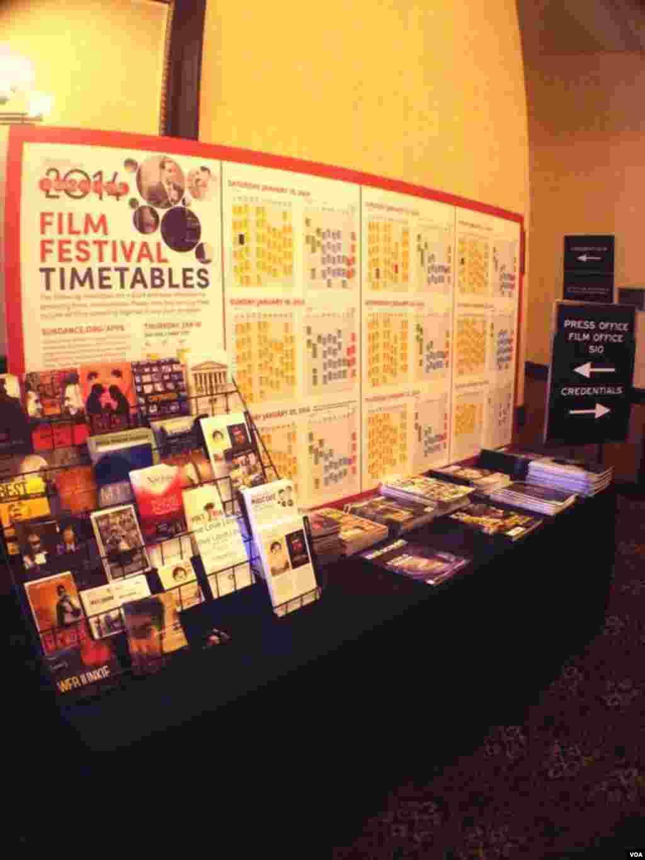 Jadwal pemutaran film dan acara lainnya di Festival Film Sundance 2014 di Park City, Utah. (VOA/Vena Annisa)