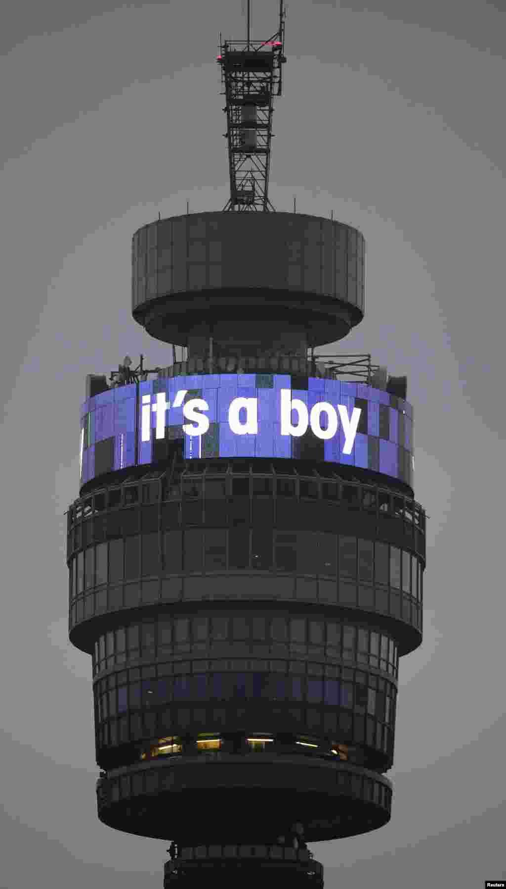 """Вежа """"British Telecom"""" прикрашена повідомленням """"Це хлопчик""""."""