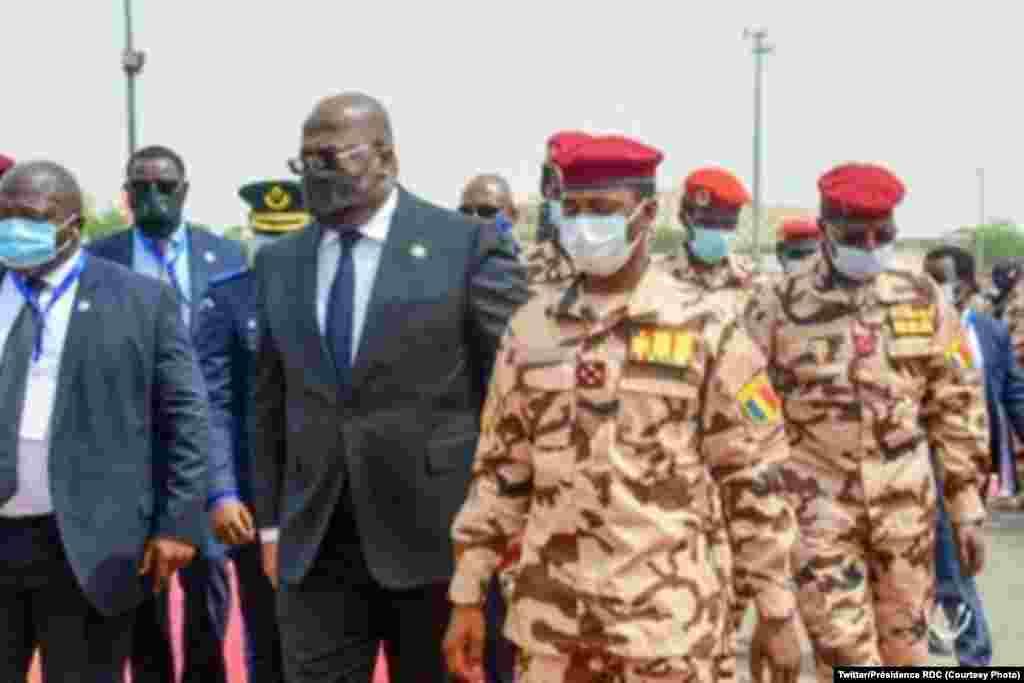 Président ayambi molongani ya nkondo président Idriss Deby Itno na matanga na N'Djamena, Tchad, 23 avril 2021. (Twitter/Présidence RDC)