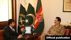 په پاکستان کې دافغانستان سفير جانان موسي زئي دشورو په ورځ جنرل هيډکوارټرز(جي ايچ کيو) کې دپاکستان دپوځ سرلښکر جنرال راحيل شريف سره ليدنه کړې ده.