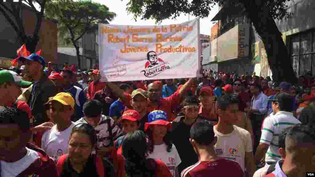 La concentración chavista empezó desde tempranas horas de la mañana en la avenida Nueva Granada en Caracas.