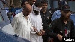 Polisi Pakistan menahan ulama Khalid Jadoon yang dituduh sengaja menyelipkan lembaran-lembaran al-Quran ke dalam tas Rimsha Masih, anak perempuan yang beragama Kristen (2/9).
