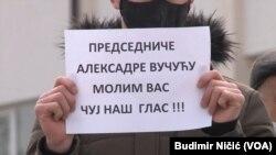 Jedna od poruka građana okupljenih na protestu
