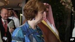 Catherine Ashton tente de négocier une solution à la crise politique en Egypte