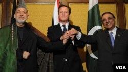 (دائیں سے) پاکستان کے صدر آصف علی زرداری، برطانوی وزیر اعظم ڈیوڈ کیمرون، افغان صدر حامد کرزئی