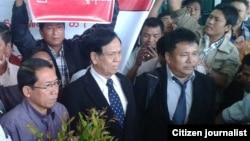 မေလးရွားတြင္ အတိုက္ခိုက္ခံခဲ့ရတဲ့ ရခိုင္ေခါင္းေဆာင္မ်ား ျမန္မာႏုိင္ငံကို ျပန္ေရာက္လာၾကစဥ္။ (သတင္းမွတ္တမ္း- Rakhine Citizen Journalists FB)
