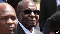 VaRobert Mugabe.