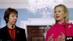 Visoka predstavnica EU Ketrin Ešton i državna sekretarka Hilari Klinton na konferenciji za novinare u Stejt dipartmentu