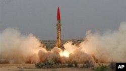 지난 5월 파키스탄이 시험발사에 성공한 단거리 탄도미사일. 핵탄두 탑재가 가능하다. (자료사진)