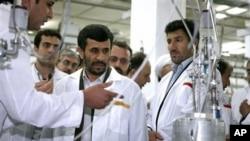 핵시설을 시찰하는 아마디네자드 이란 대통령(자료사진)