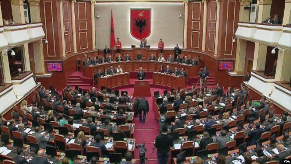 Raporti i TI: Në Shqipëri deputetët të korruptuar