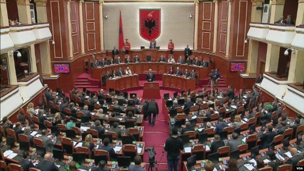 Drejtësia, parlamenti mund të mblidhet më 11 gusht