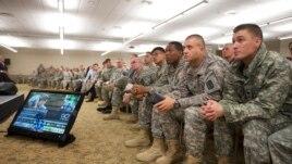Hơn 65.000 di dân không phải là công dân Mỹ đang phục vụ trong quân đội Hoa Kỳ.
