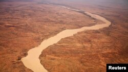 FILE - A dried up river filled with sand winds its way across the desert near Gos Beida in eastern Chad June 5, 2008. Africa's Sahel region suffers from desertification as fertile land gives way to sandy expanses creeping ever southward.
