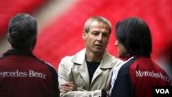 El nuevo técnico de la selección de EE.UU. incluyó a dos jóvenes promesas de descendencia hispana para enfrentar su primer partido ante México.