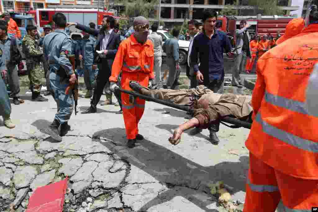 خودکش کار بم دھماکے کے بعد چھ مسلح حملہ آوروں نے عمارت کے قریب جگہیں سنبھال کر فائرنگ شروع کر دی اور تقریباً دو گھنٹوں کی لڑائی کے بعد تمام حملہ آور مارے گئے۔