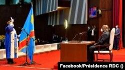 Zuzi moko azali kolapa ndayi liboso lya mokonzi Félix Tshisekedi na Kinshasa, 3 aout 2020. (Facebook/Présidence RDC)