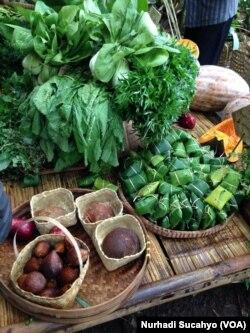 Hasil kebun warga yang dijual di Pasar Papringan. (VOA/Nurhadi Sucahyo)