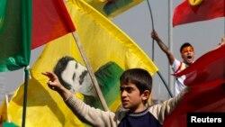 Diyarbakır'da Nevruz bayramını kutlayan Kürtler