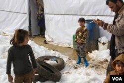Có hơn 400.000 người tị nạn sống trong các trại ở khu vực Bekaa, vùng cao nguyên bị ảnh hưởng nặng nề bởi thời tiết xấu.