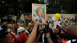 Memorials for Nelson Mandela in South Africa
